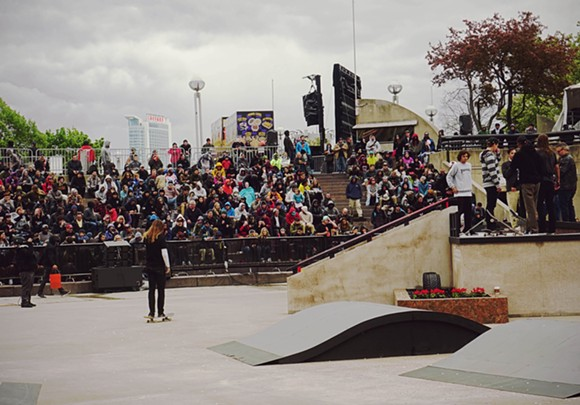 The Detroit crowd braved the cold, rain, and wind, just to witness the action firsthand. - PHOTO: JORDAN GARLAND (@JORDANGARLANDMI)