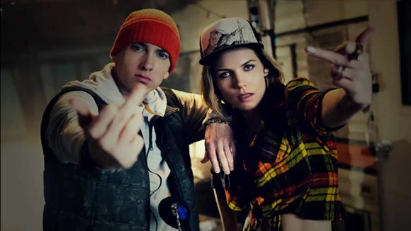 eminem-skylar-grey-middle-finger_2.jpg