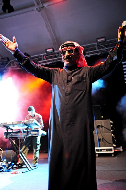 OMAR SOULEYMAN PERFORMING AT PERTH INTERNATIONAL ARTS FESTIVAL IN 2011. PHOTO FROM WIKIPEDIA.