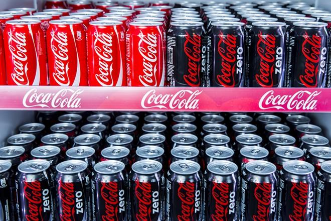 Cans of Coca-Cola. - FOTOSR52 / SHUTTERSTOCK.COM