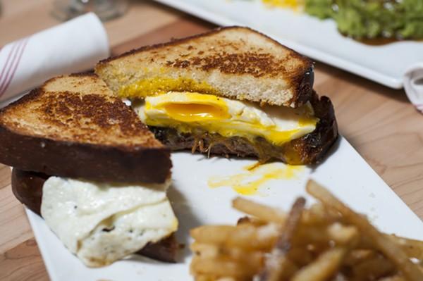 Braised short rib sandwich - TOM PERKINS