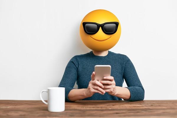 emoji-head-woman-using-smart-phone-637053168_2125x1416.jpeg