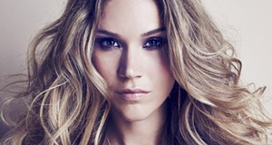 Joss Stone sings her soul out