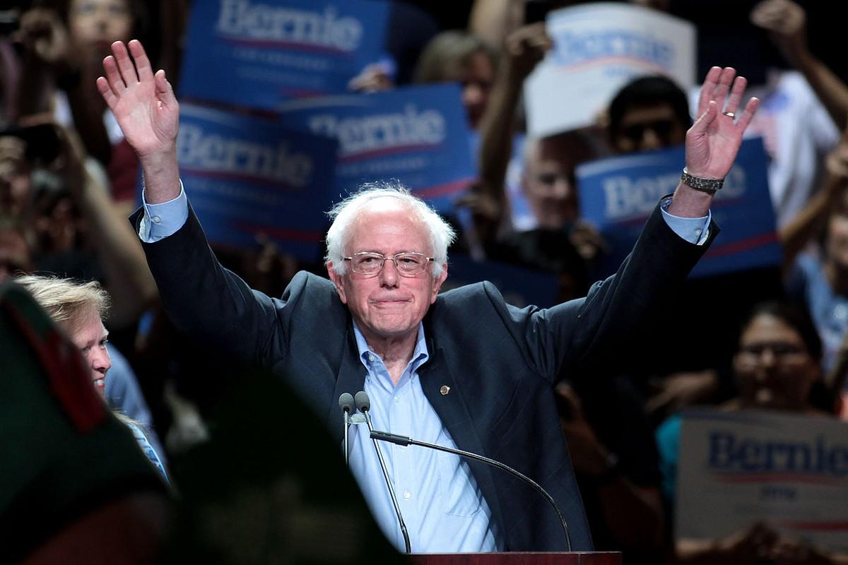 Sanders at a town meeting in Phoenix, Arizona, July 2015