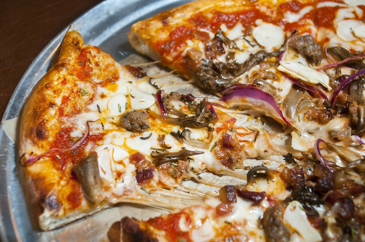 Deluxe pizza.