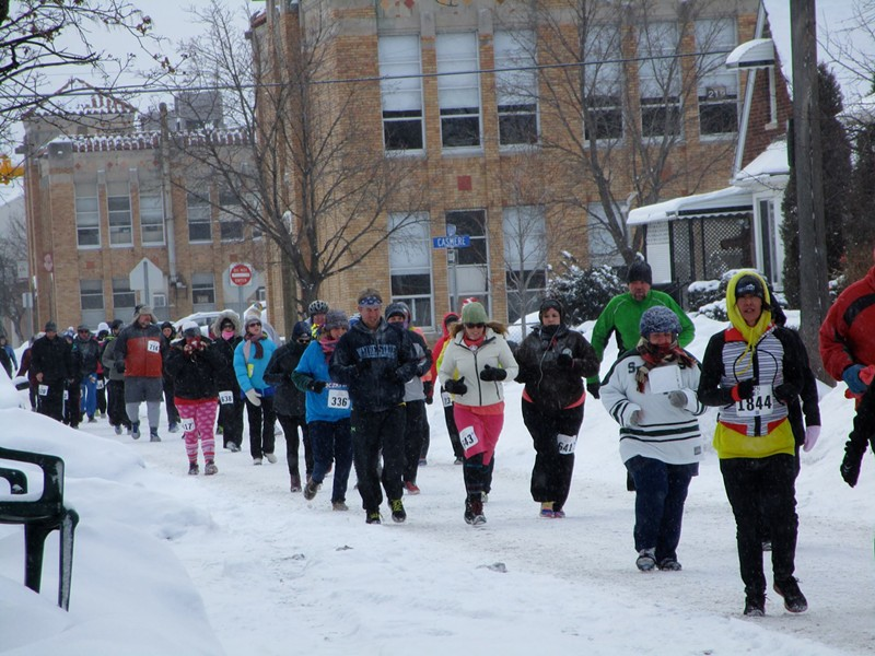 Plenty of people toughed out last year's Paczki Run. It should be plenty easier this year.