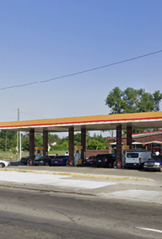 Shell gas station on West Warren.