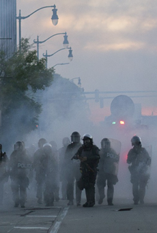 Detroit police turned violent, firing tear gas and flash grenades into a peaceful crowd on Sunday (2)