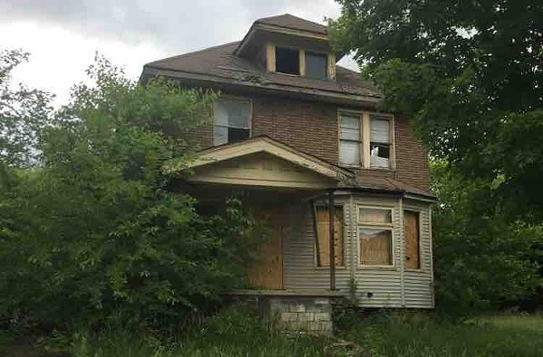 A blighted house owned by the Detroit Land Bank Authority. - VIOLET IKONOMOVA
