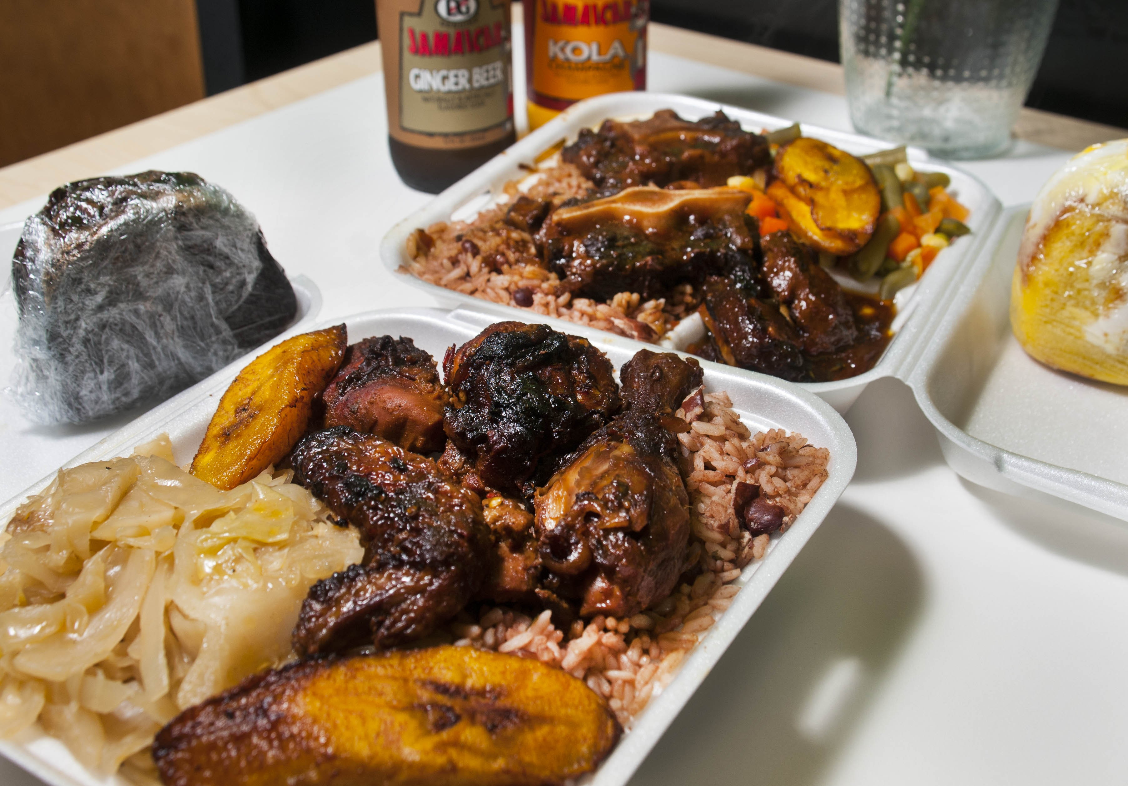 Click To Enlarge En And Jamaican Oxtail At Caribbean Citchen Photo By Tom Perkins