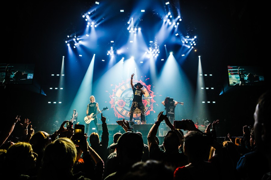 Review Guns N Roses Show Restraint In Detroit City Slang