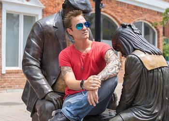Michigan's Jeff Gutt leads Stone Temple Pilots' third act