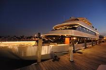 85293e0d_ovation_yacht_at_night.jpg