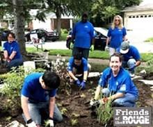 Volunteers help plant a rain garden - Uploaded by cfs-therouge