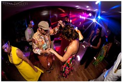 577c06e9_disco_dancers.jpg