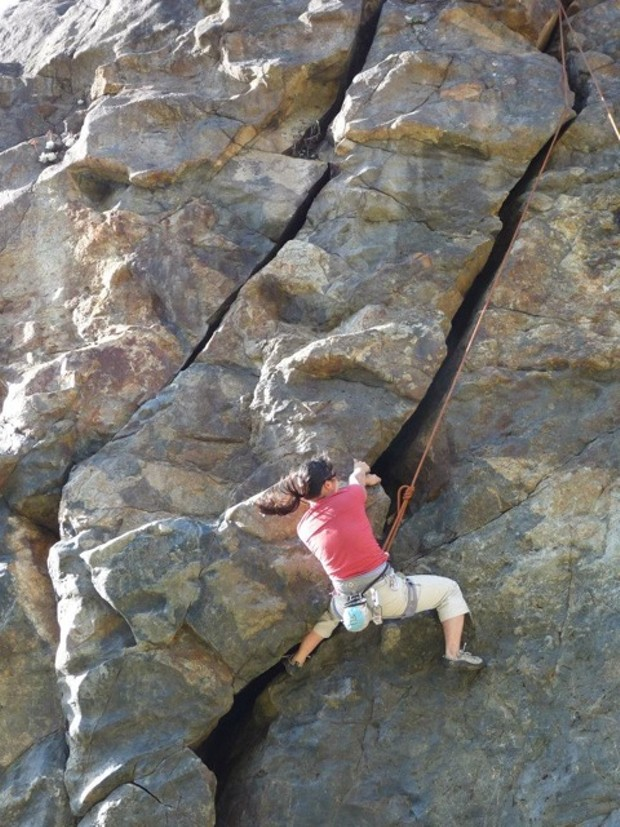 Patricia Terry climbs Wedding Rock - ROOTS TO ROCKS PHOTOGRAPHY