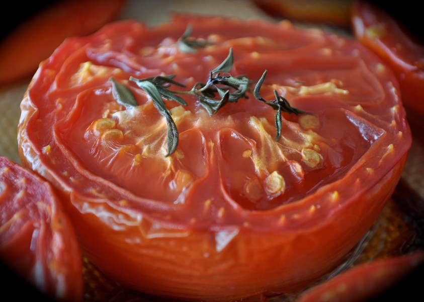 Roasting tomatoes - PHOTO BY SIMONA CARINI