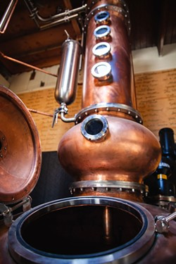 Alchemy's copper potstill. - DERIC MENDES