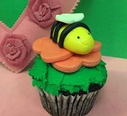 c0088508_bee_cupcake.jpg