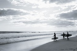 565833cc_black_and_white_surfers.jpg
