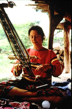 stacy_schaefer_backstrap_weaving_1_1_.jpg