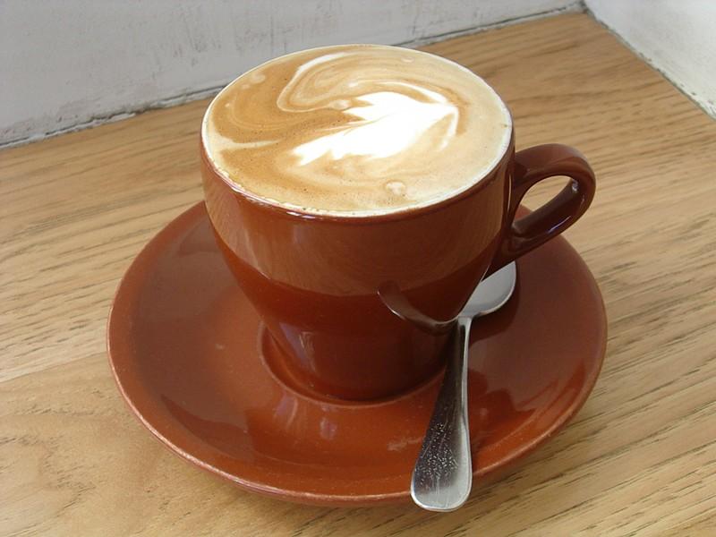 un cappuccino - PHOTO BY SIMONA CARINA