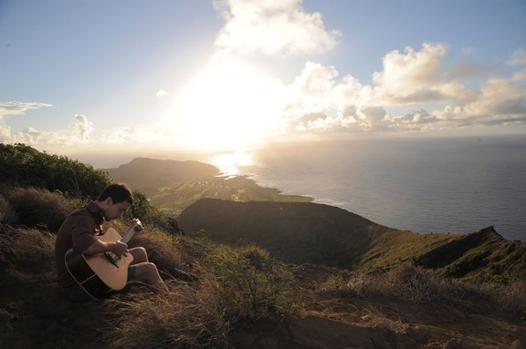 SLACK KEY ACTIVIST:  Makana will bring his slack key singer-songwriter sounds to the Nov. 16 Cayucos Pier Benefit Concert. - PHOTO COURTESY OF MAKANA