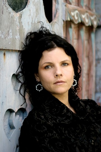 TRAVELING TROUBADOURESS :  Corinne West returns to Música Del Río House Concerts in Atascadero on Feb. 6. - PHOTO COURTESY OF CORINNE WEST
