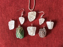 Learn how to wire wrap sea glass. - Uploaded by Joan Martin Fee