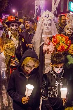0b0fb4ff_10677874603-family-dia-de-los-muertos-procession.jpg