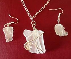 Learn to wire wrap sea glass - Uploaded by Joan Martin Fee