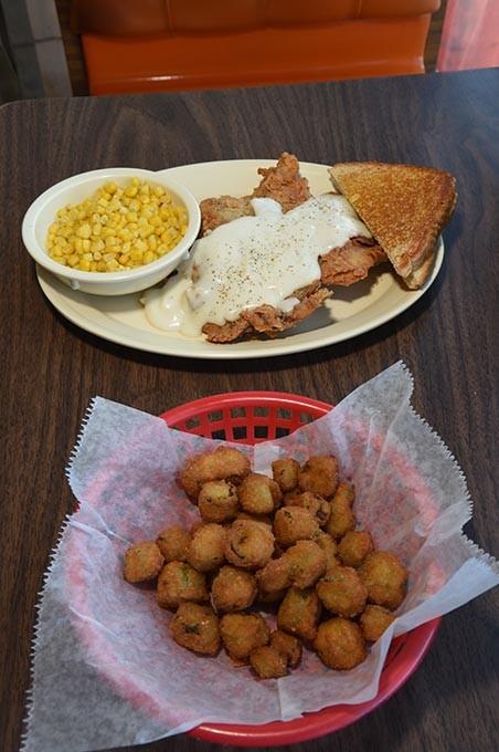 Chuck-House-Chicken-Fried-Steak_9945mh.jpg