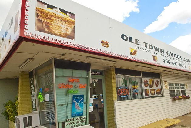 """Small parking area but a sign says, """"More parking space behind this bldg."""", at Ole Town Gyros and Kabobs, 402 E. Main Street in Norman.  mh"""