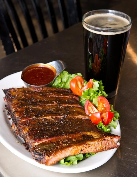 Coop Ale's Gran Sport Poirter with Barbeque Ribs at Iron Starr. Photo/Shannon Cornman - SHANNON CORNMAN