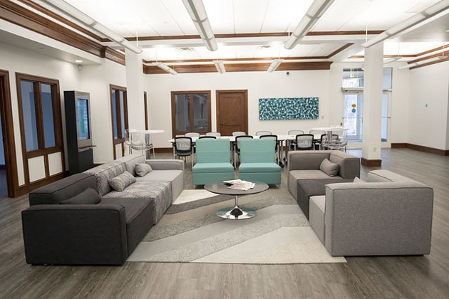 Vault 405 features include a presentation room, meeting rooms, a podcasting room, personal workstations, storage, private offices, mail service and complimentary tea and coffee. (Photos Citizens Bank of Edmond / Vault 405 / provided)