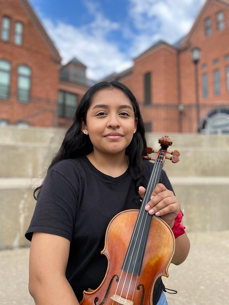 Adriana Medina with her violin at UCO - KM BRAMLETT