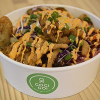 Customers choose a base of rice or noodles to be paired with protein, toppings and signature sauces.