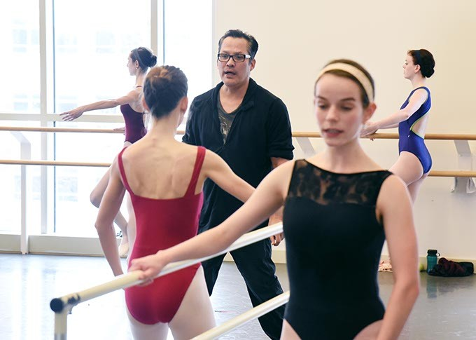 Jock Soto works with Level 4 students of Jeremy Linberg at OU School of Dance on 3-02-15.  mh