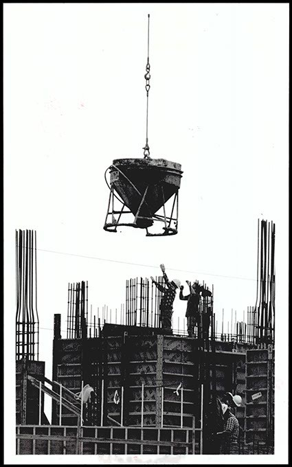 Workers guide a load of concrete during jail construction in March 1990. (Oklahoma Publishing Company Collection / Courtesy Oklahoma Historical Society)