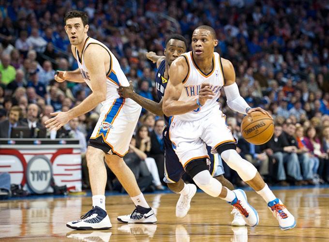 Collison-Westbrook-Grizzlies81sc.jpg