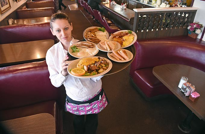 Heather Renfro delivers at Mama Lou's off I-35 and S.E. 29th Street.  mh