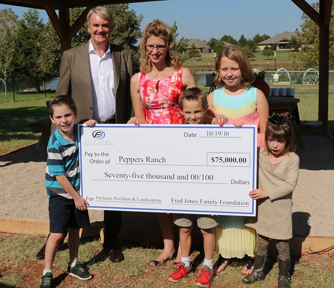 Kirk Hall, President of the Fred Jones Family Foundation presents Tonya Ratcliff, Executive Director of Pepper Ranch, with a check for $75,000 for the 2016 Mary Eddy Jones Signature Gift.