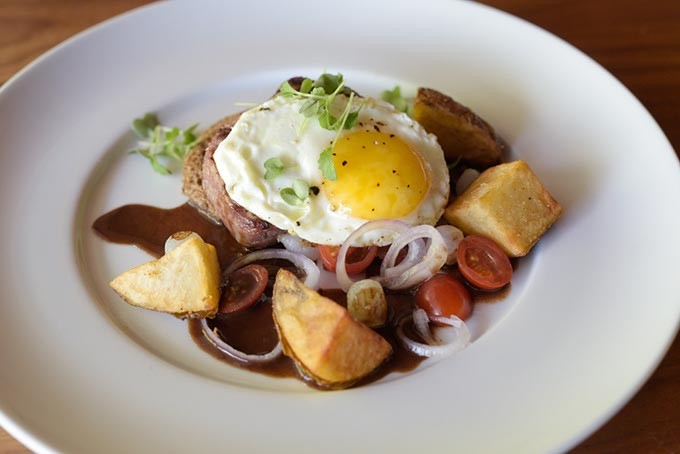 Steak and eggs at Flint (Garett Fisbeck)