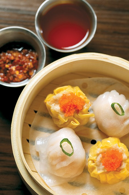 combines traditional Chinese dishes