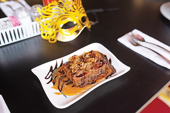 Bread pudding with caramel and chocolate sauce - ALEXA ACE