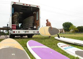 Paddleboard rental company making waves in OKC