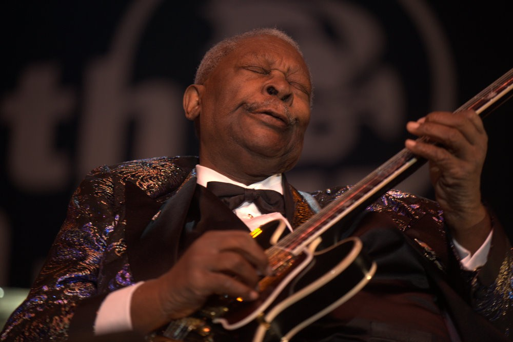B b king 39 s blues club says goodbye to b b king with for Www bb