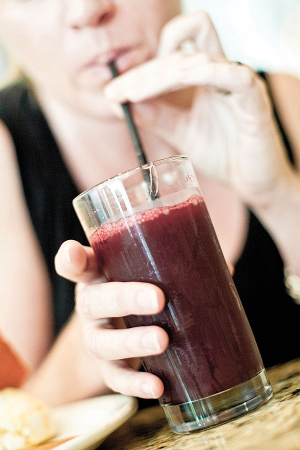 Beet & green apple juice from Café 118º