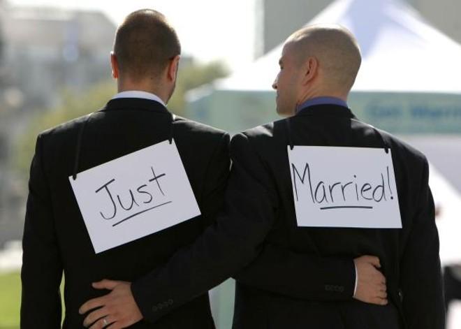 81601297-same-sex-couple-ariel-owens-and-his-spouse-joseph-barham.jpg.crop.promo.jpg