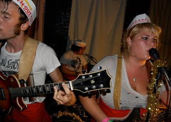 Friendly Reminder: Shannon & The Clams Tonight!
